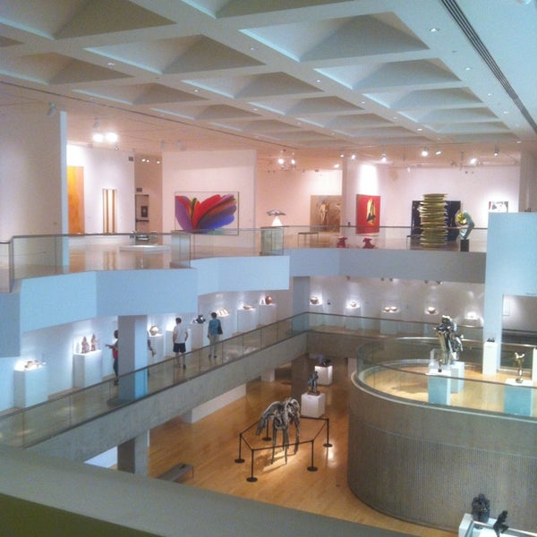 Photo taken at Palm Springs Art Museum by Reggie C. on 4/25/2013