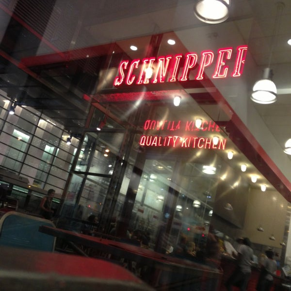 Photo taken at Schnipper's Quality Kitchen by Elaine H. on 7/29/2013