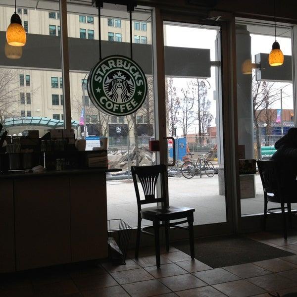 รูปภาพถ่ายที่ Starbucks โดย Georgina B. เมื่อ 3/4/2013