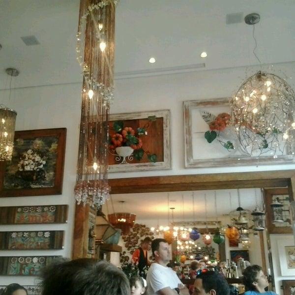 Foto tirada no(a) Florbela Café por Alê S. em 4/7/2013