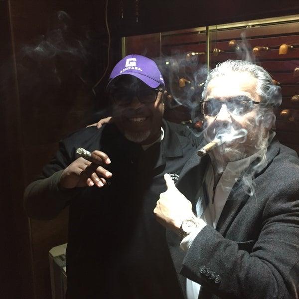 รูปภาพถ่ายที่ TG Cigars โดย Emerson A. เมื่อ 3/23/2017