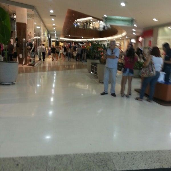 Foto tirada no(a) Partage Shopping São Gonçalo por Marcos N. em 7/20/2013