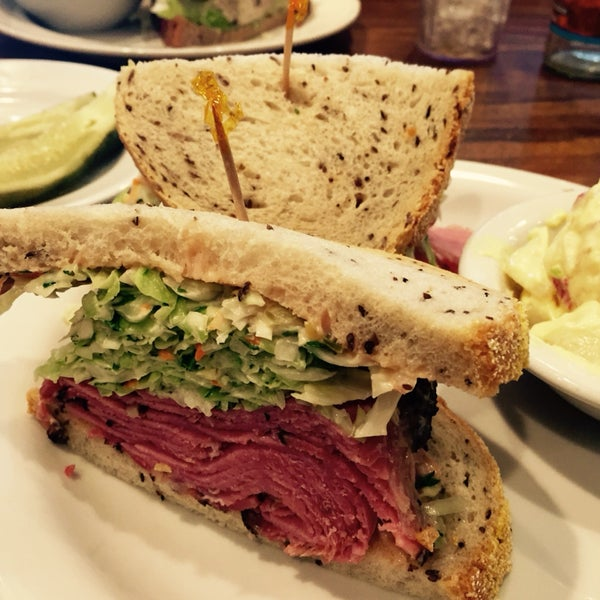 Old school Jewish deli serving up the hits since 1945. Get the New York—hot pastrami, coleslaw + Russian dressing—on rye (obviously).