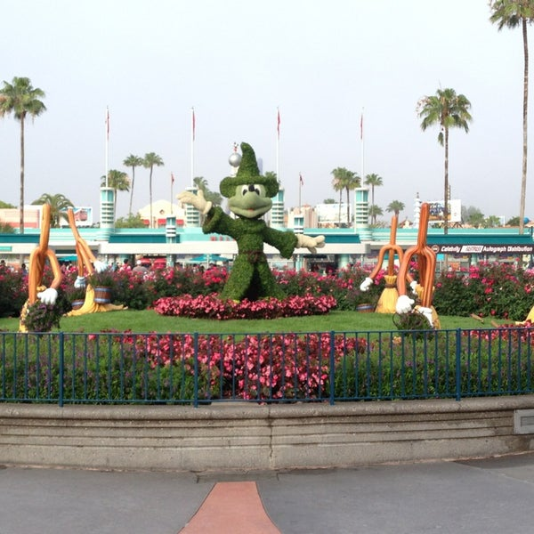 Photo taken at Disney's Hollywood Studios by Emily W. on 5/23/2013