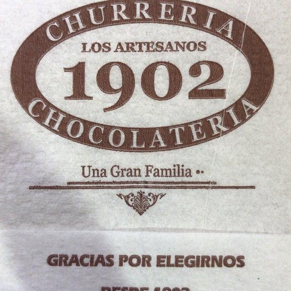 El chocolate espeso y cremoso. Y los churros clásicos!