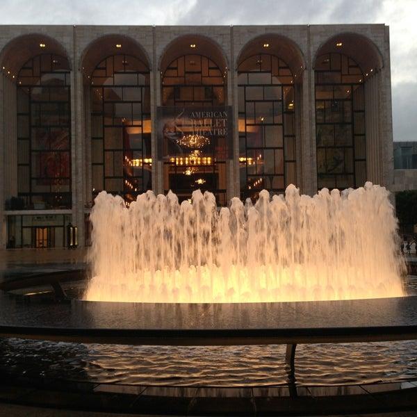 5/23/2013にYe W.がLincoln Center for the Performing Artsで撮った写真
