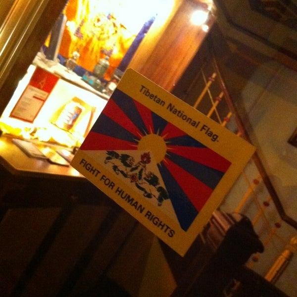 Das Foto wurde bei Os Tibetanos von Hugo G. am 3/15/2013 aufgenommen