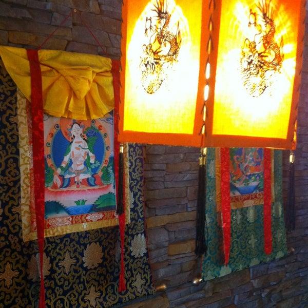 Das Foto wurde bei Os Tibetanos von Hugo G. am 6/22/2013 aufgenommen