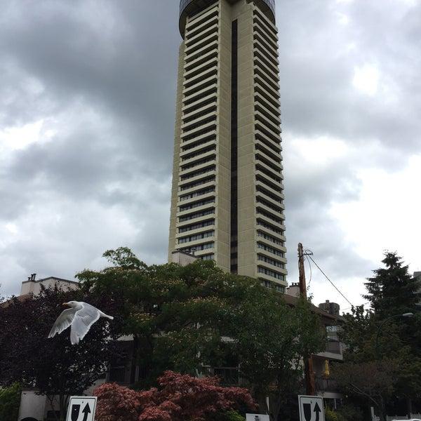 Photo taken at Empire Landmark Hotel by Itsurou H. on 9/7/2015