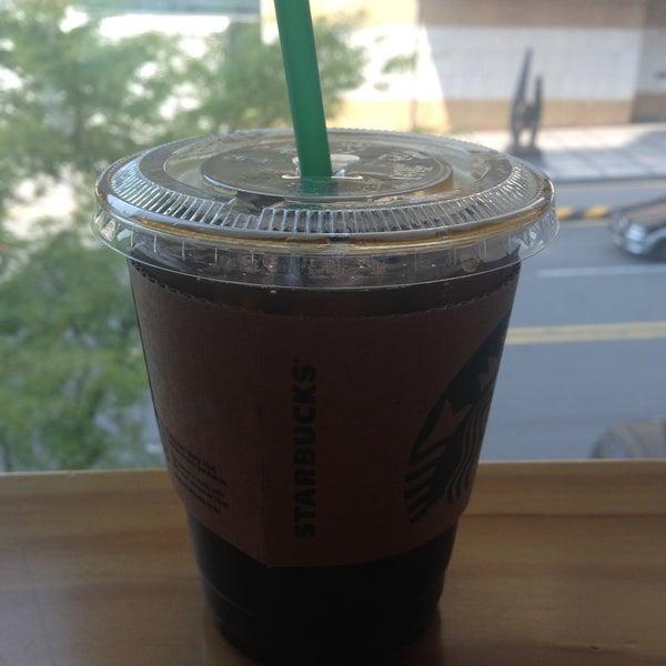 Photo taken at Starbucks by Hooon♥ 박. on 5/4/2013