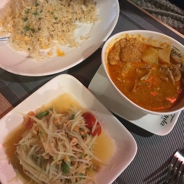 Снимок сделан в Tanta's Thai Restaurant пользователем George A. 10/31/2017