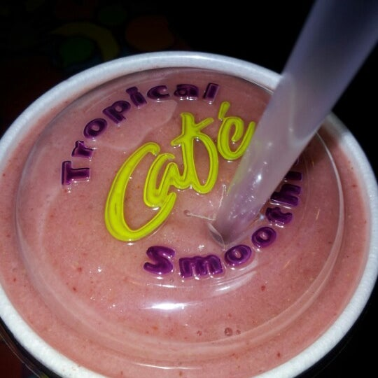 Photo taken at Tropical Smoothie Cafe by Edward U. on 7/28/2012