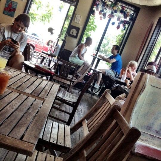 Foto tirada no(a) Big Bear Cafe por Roy ( WUZZY ) W. em 7/1/2012