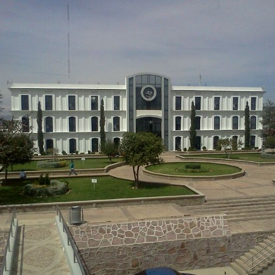 Photo taken at Universidad Autónoma de Durango Campus Zacatecas by Arturo V. on 10/11/2011