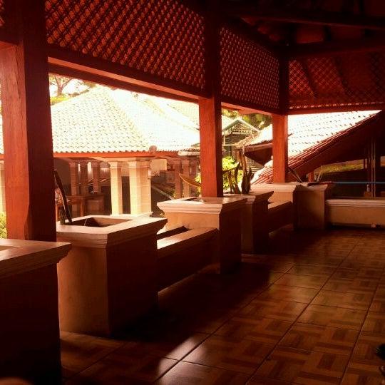 Photo taken at Ikan Bakar Bambu Haur by sakti i. on 2/21/2012