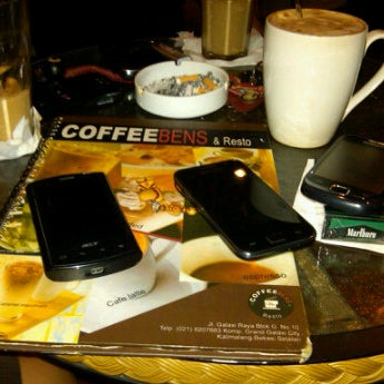 Photo taken at CoffeeBen's & Resto by apit h. on 9/10/2011