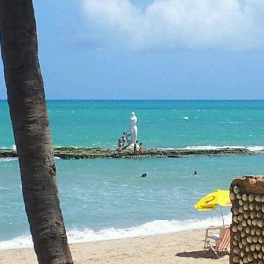 Foto tirada no(a) Praia Mirante da Sereia por Renan M. em 1/9/2012