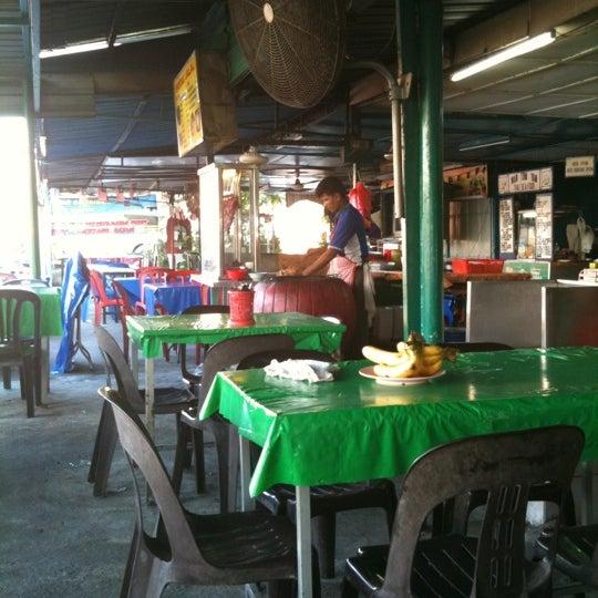 Photo taken at Kedai Jalal by Mimi H. on 7/18/2011