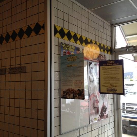Photo taken at Waffle House by TASLUT on 3/8/2012