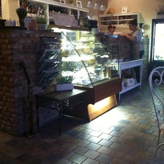 Снимок сделан в Cafeletto пользователем Татьяна Л. 5/14/2012