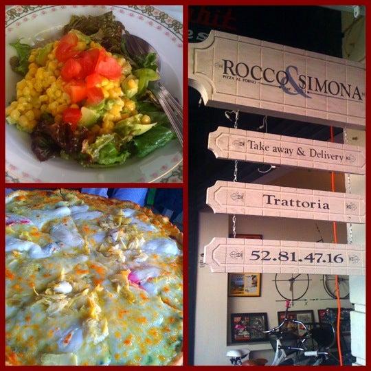 Foto tomada en Rocco & Simona Pizza al Forno por Fernanda el 12/31/2010