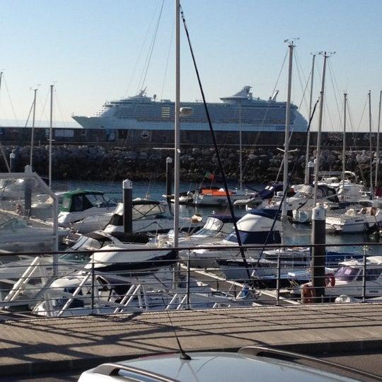 Foto tirada no(a) Porto de Recreio de Oeiras por Rui d. em 3/21/2012