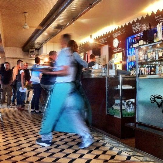 Das Foto wurde bei Adriano's Bar & Café von Vincent B. am 7/30/2011 aufgenommen