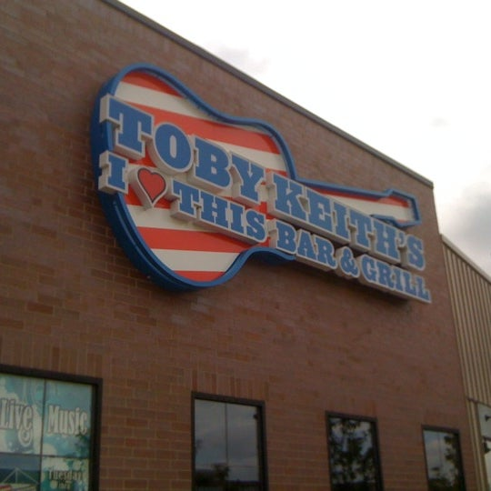 Photo taken at Toby Keith's I Love This Bar & Grill by Susan G. on 8/12/2011
