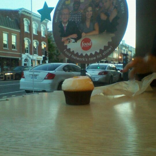 Photo taken at Sprinkles Cupcakes by La Tonya on 6/5/2012