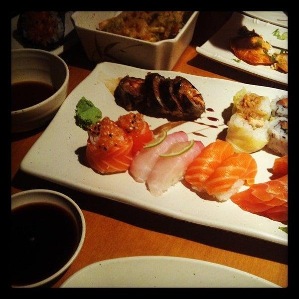 Foto tirada no(a) Sushi Koba por Roberto F. em 3/15/2012