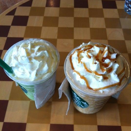 Photo taken at Starbucks by Raveerat T. on 2/17/2012