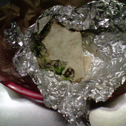 Photo taken at Chipotle Mexican Grill by Gabrielle E. on 8/5/2012