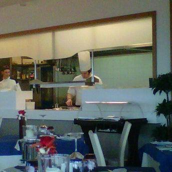 Foto scattata a Laguna Sky Restaurant da Roberto B. il 5/4/2012