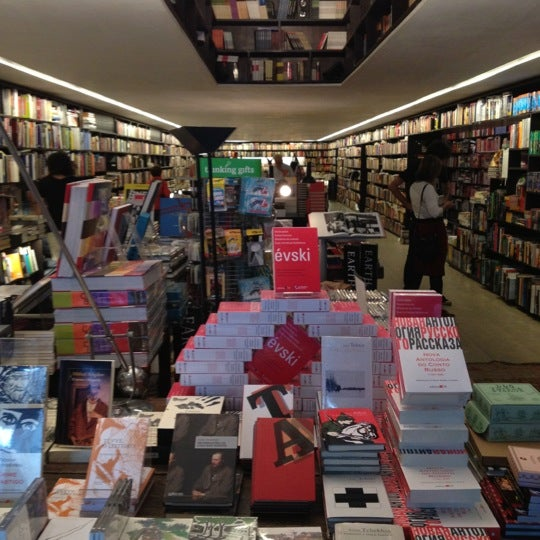 Photo taken at Livraria da Vila by Fernando L. on 5/10/2012