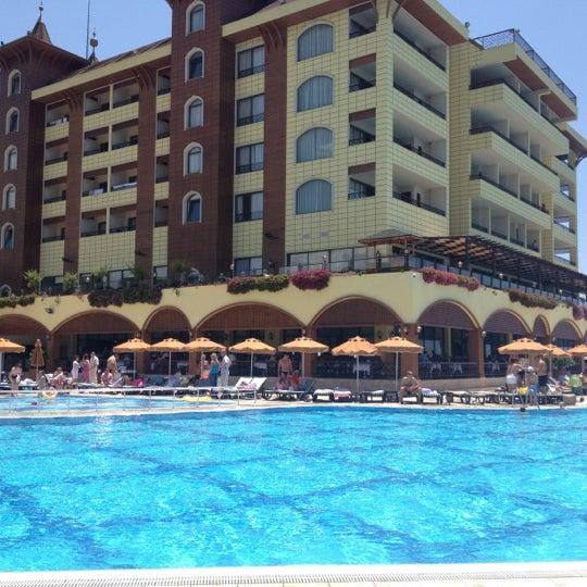 5/30/2012 tarihinde Helen Z.ziyaretçi tarafından Utopia World Hotel'de çekilen fotoğraf