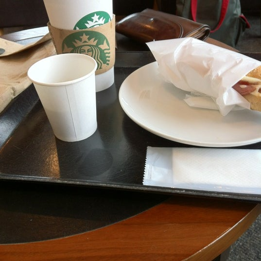 Photo taken at Starbucks Coffee ひたち野うしく店 by takky on 4/13/2012