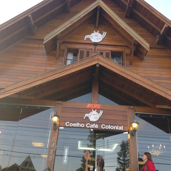 Foto tirada no(a) Coelho Café Colonial por Denise Goulart Q. em 4/25/2015