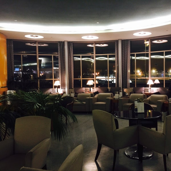 Photo taken at United Club by Sung on 1/1/2015