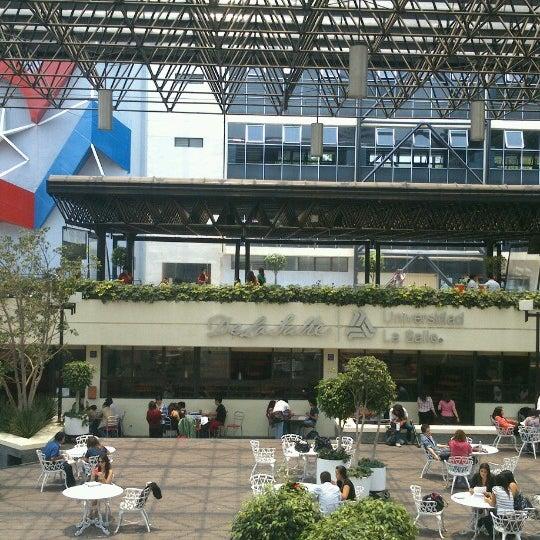 Foto tomada en Universidad La Salle por Alejandro C. el 5/22/2013