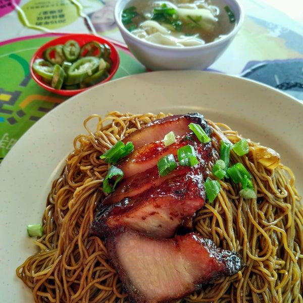 Photo taken at Restoran Chan Meng Kee (陈明记面家) by JL® on 2/7/2017