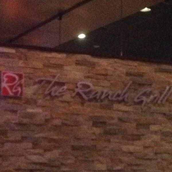รูปภาพถ่ายที่ The Ranch Grill โดย Mekenzie K. เมื่อ 3/15/2013