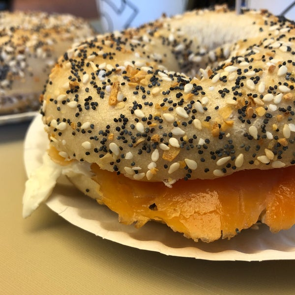 Photo taken at Bodo's Bagels by Ellie H. on 7/29/2018