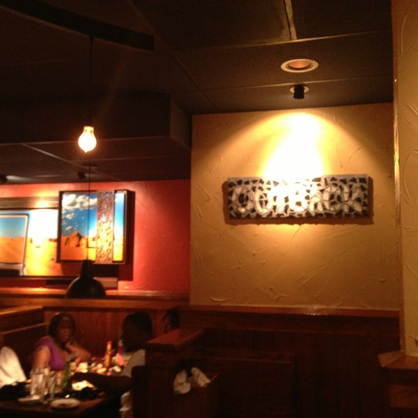 Photo taken at Outback Steakhouse by Sergio L. on 4/13/2013