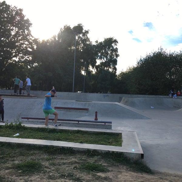 Das Foto wurde bei Скейт-парк «Садовники» von Мария М. am 8/13/2018 aufgenommen