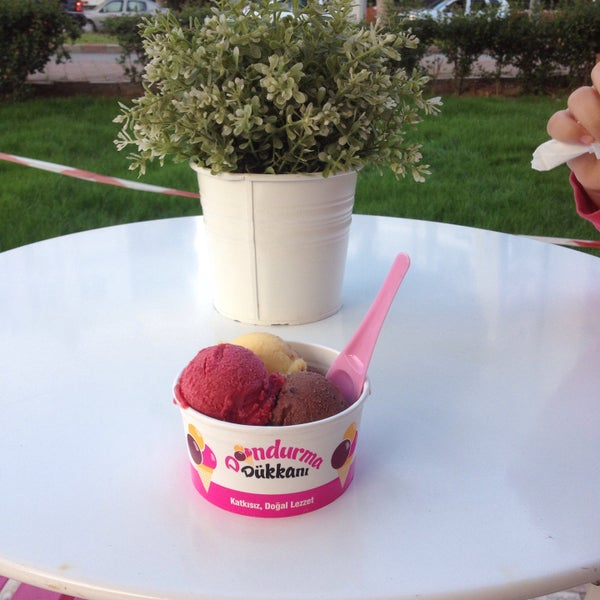 5/12/2015 tarihinde Nezahat Y.ziyaretçi tarafından Dondurma Dükkanı'de çekilen fotoğraf