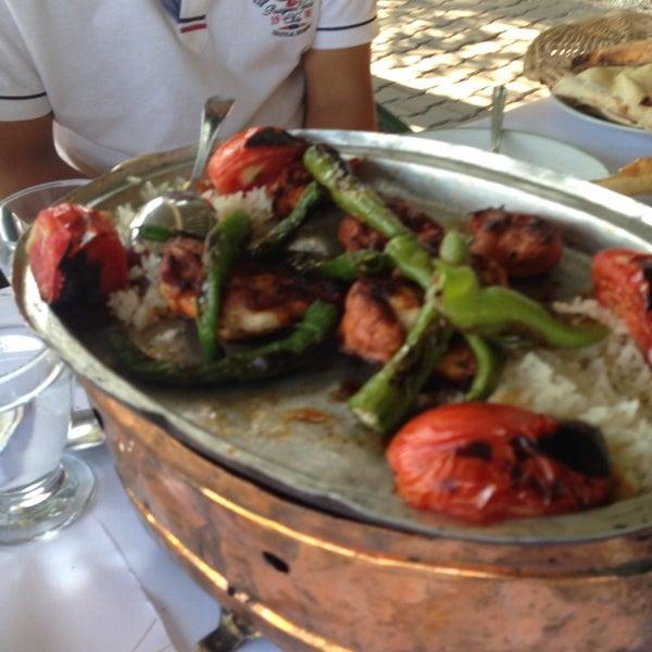 8/18/2013 tarihinde Ersinziyaretçi tarafından Çamaltı Restaurant'de çekilen fotoğraf