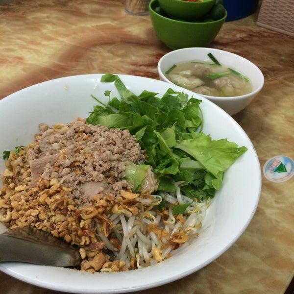 Photo taken at Mì Vằn Thắn Đinh Liệt by Marc R. on 8/27/2015