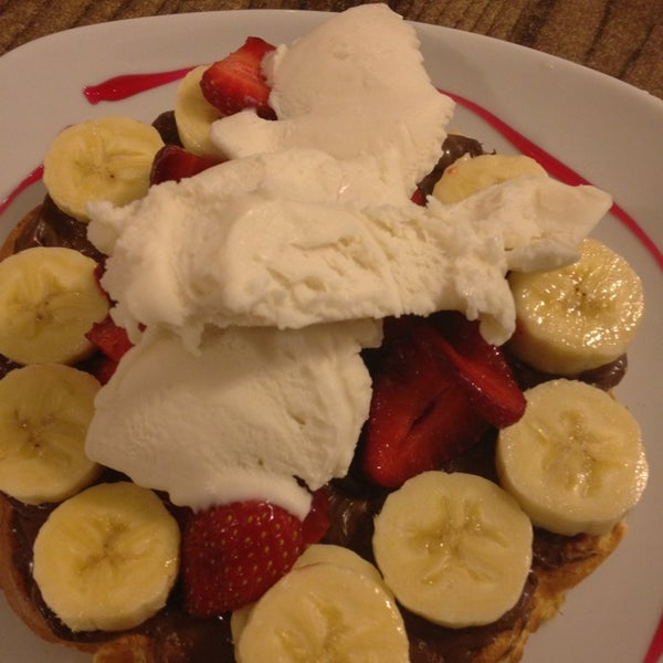 5/27/2013 tarihinde Fatih K.ziyaretçi tarafından Waffle Edem'de çekilen fotoğraf
