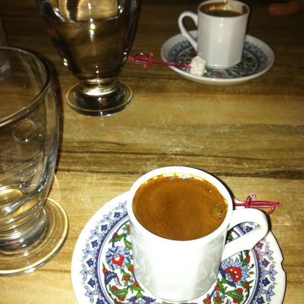 9/18/2013 tarihinde Bahar E.ziyaretçi tarafından LimonH₂O Cafe Bistro'de çekilen fotoğraf