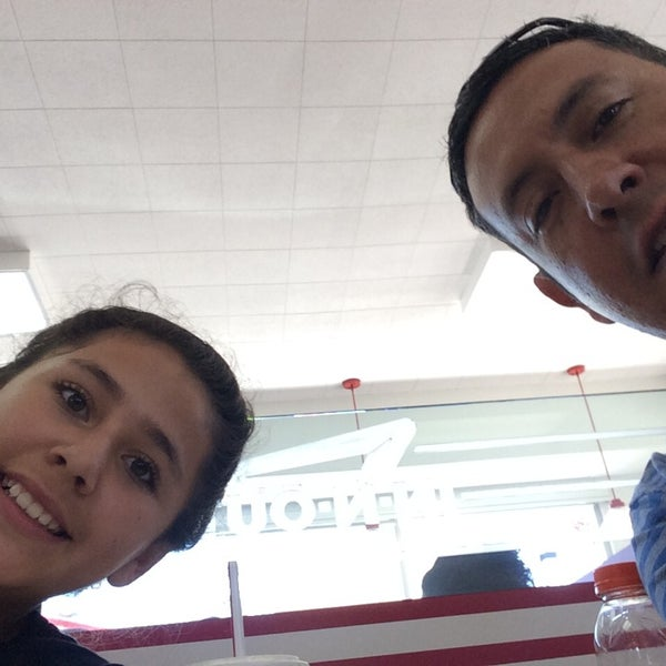 Photo taken at In-N-Out Burger by Leonardo T. on 7/7/2014